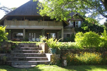 Dea's Gardens Guest House, Naivasha - Bed & Breakfast