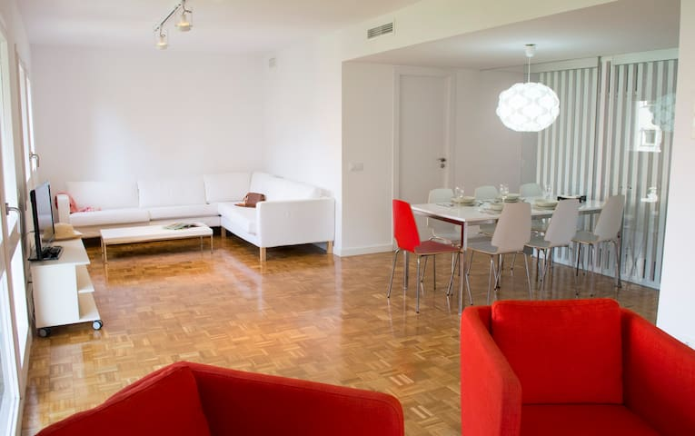 Happy People Paseo Maragall Luxury 4 bedrooms Apartment