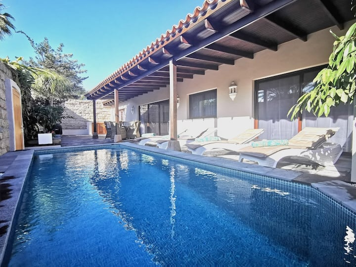 Bungalow with  HEATED POOL Jardines del Duque