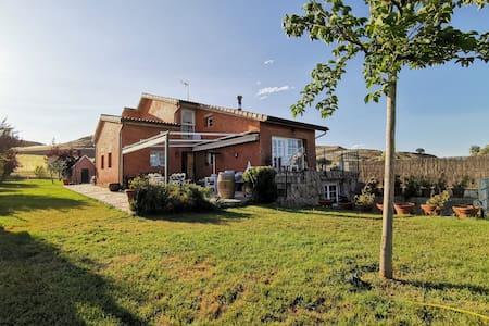 Casa de campo con piscina a 30 min de Madrid.