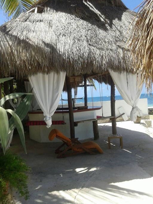 Palapa bar frente a la playa