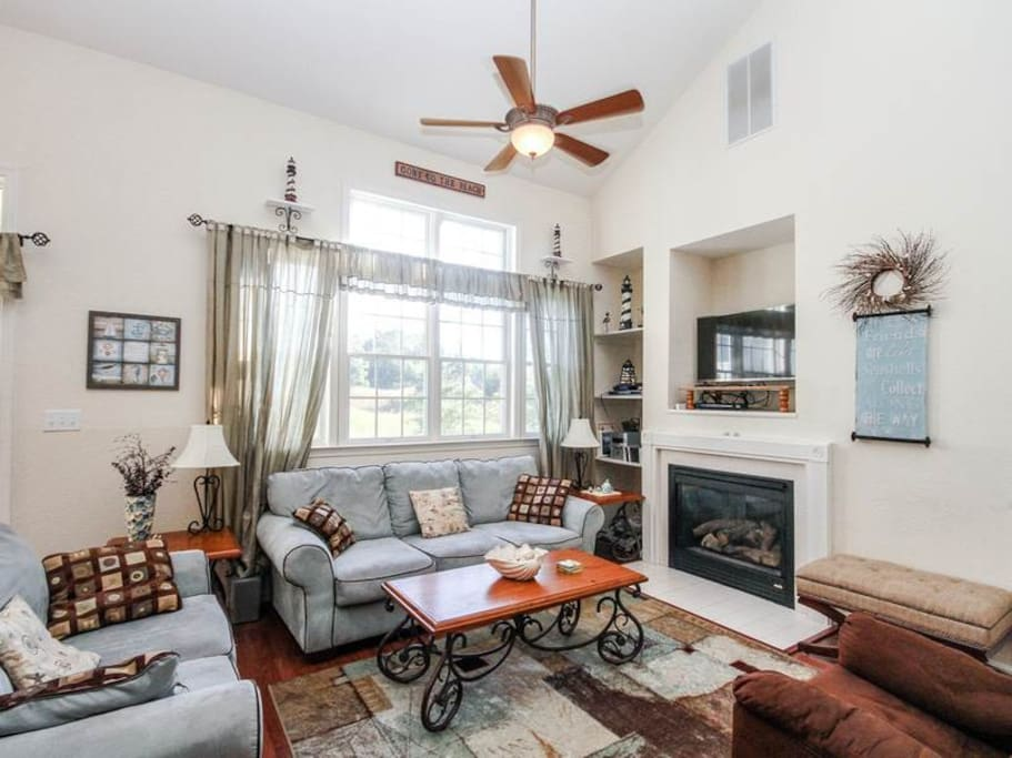 Beautiful great room with soaring ceilings