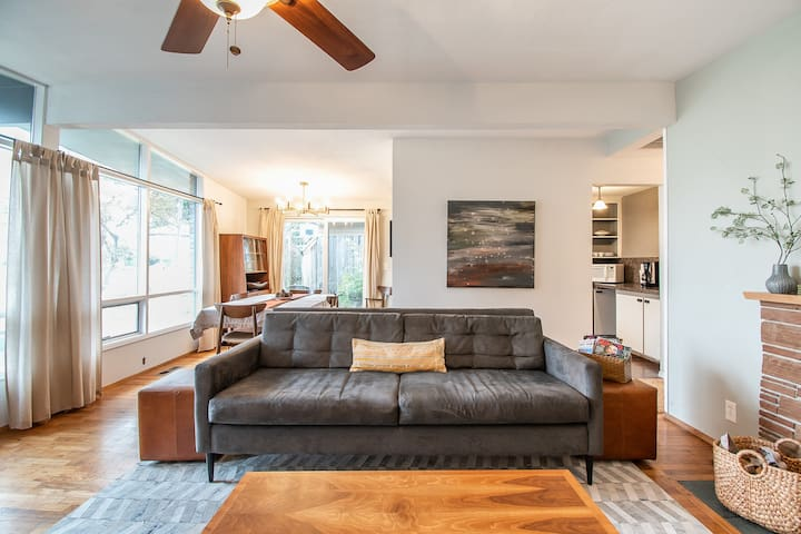 Cozy 4 bd/2 bath Mid-century Lake Ballinger home
