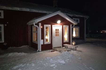 Fully equiped Tiimber house for four with Wi-Fi - Luleå