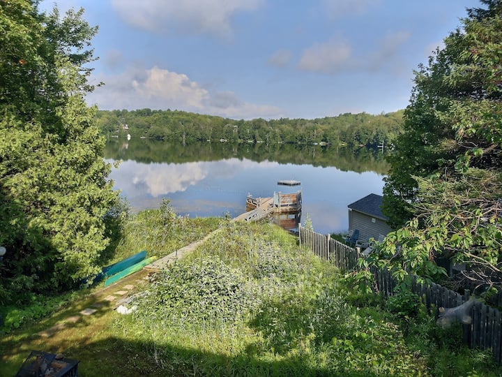 Cottage by the lake and close to alpine skiing