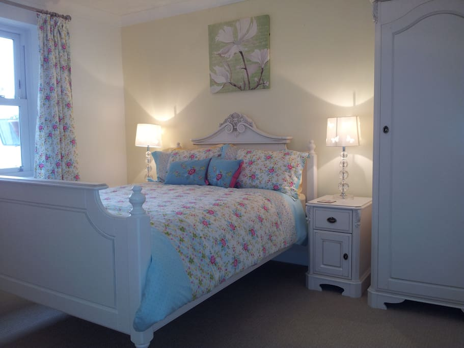 Cranleigh bed breakfast exmouth bed and breakfasts for for Beds exmouth