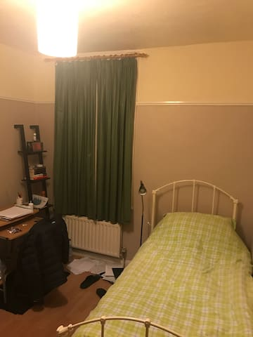 ENFIELD - FORTY HILL - SINGLE BED - Enfield