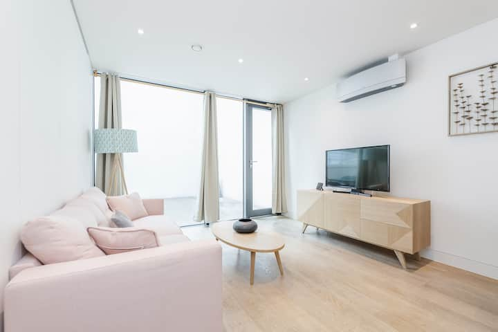Chic 2 bed at Berwick Street with terrace - BR01