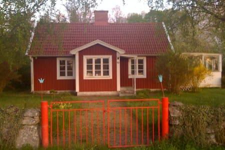 smal house in paradise - Mönsterås - 独立屋