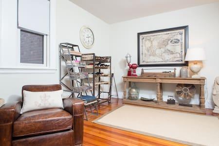 Beacon Street Getaway in Brookline! - Brookline - Apartment