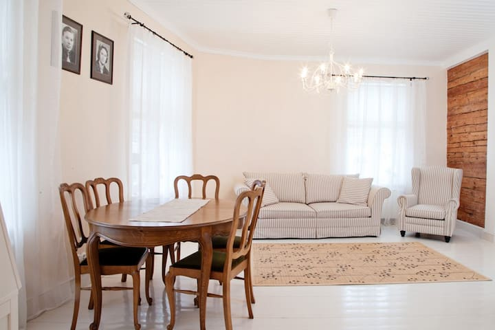 Bright and cozy apartment in Haapsalu old town. - Haapsalu - Apartment