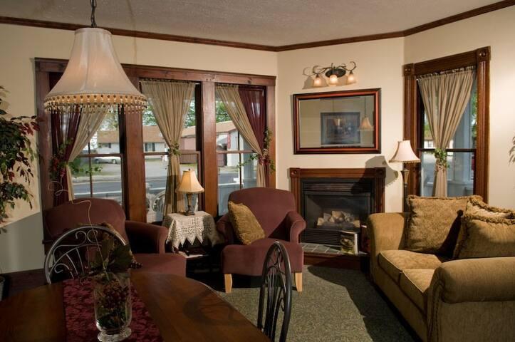 Eagle Cliff Inn B&B -Kelly's Island Queen Room - Genf - Bed & Breakfast
