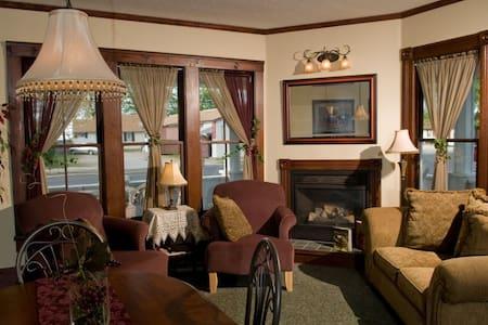 Eagle Cliff Inn B&B -Kelly's Island Queen Room - Genf