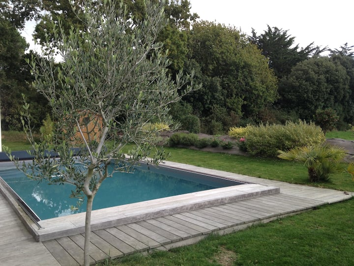 House of 260 m2 in La Baule with heated pool