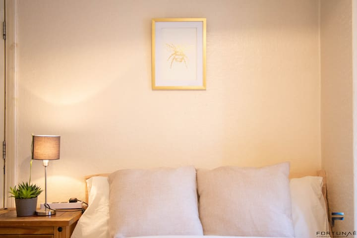 Comfortable & Private double bedroom for short stay close to Heathrow and Brunel