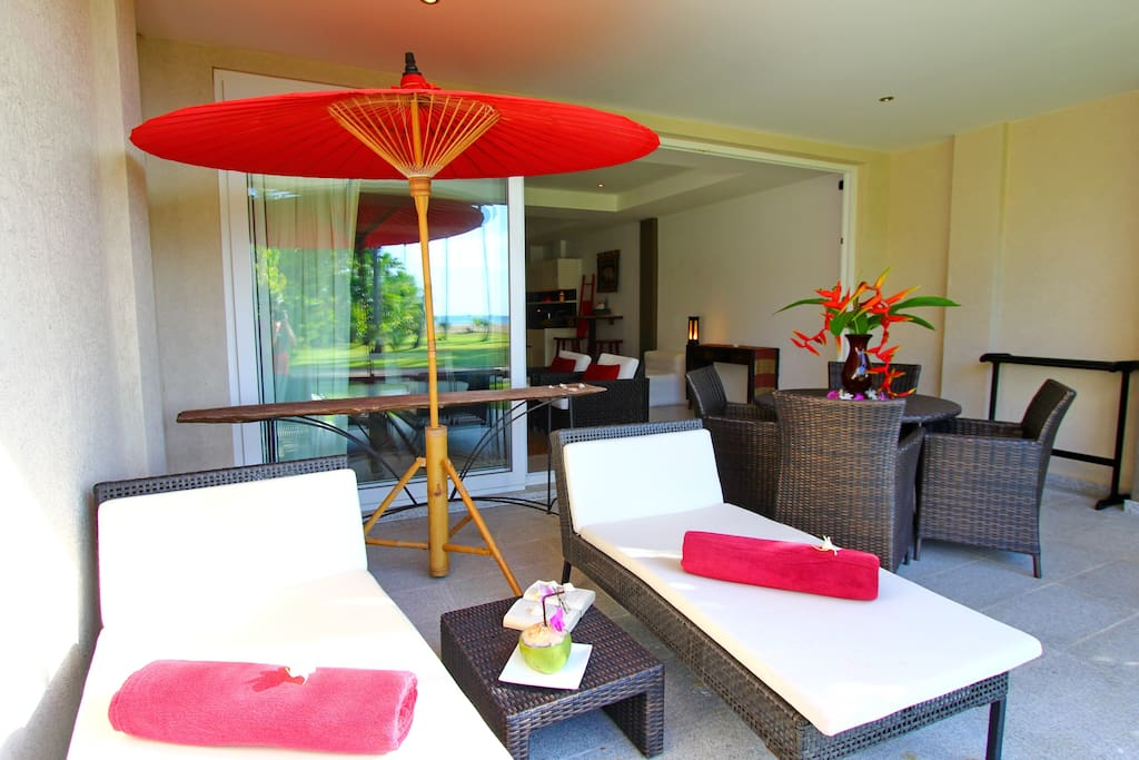 Ground floor Terrace facing the beach and the Pool