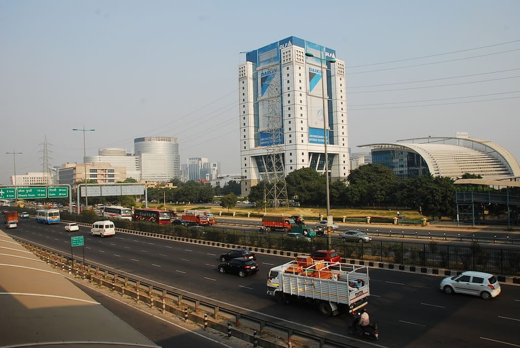 DLF Square on expressway- NH 8, also seen DLF Cyber City