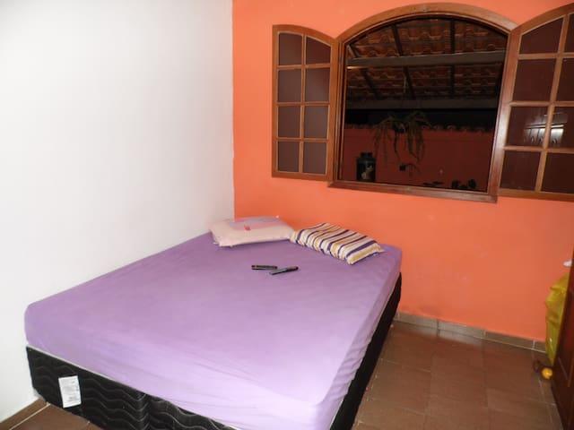 alugo quartos rents rooms