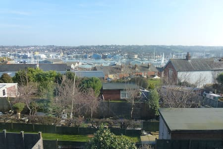 Character Town House, ideal for Cowes Week, - Cowes - Rekkehus
