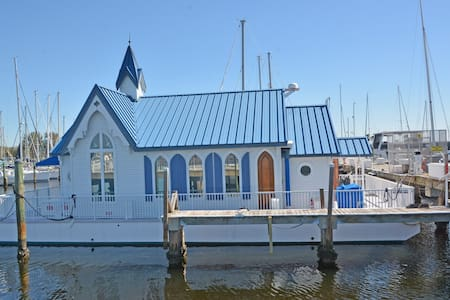 The Floating Chapel - Palmetto - Hus