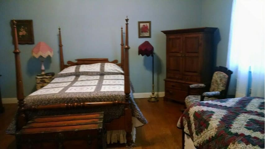 Furnished 1 Bdrm apartment in historic bldg - Higginsport - Byt