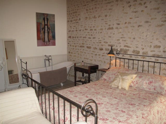 No 5 - Chambre d'hote in historic town - Richelieu - Szoba reggelivel