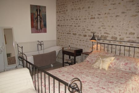 No 5 - Chambre d'hote in historic town - Richelieu - Bed & Breakfast