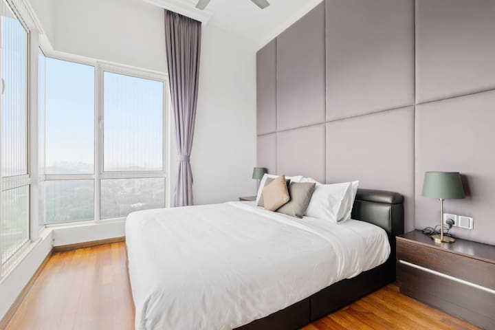 1 Minute Walk to MRT - Three Bedrooms Luxury Suite