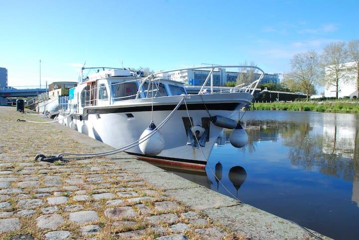 Logement atypique centre Nantes, joli bateau cosy