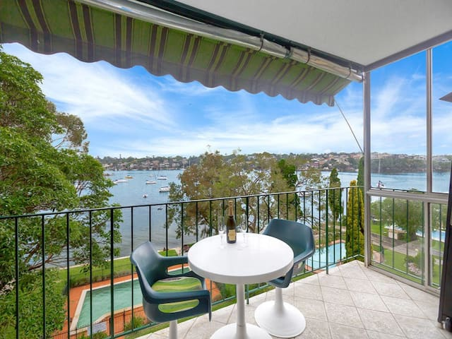 Spacious ensuite with King bed and views! - Drummoyne - Apartamento