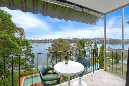 Spacious ensuite with amazing King bed and views! - Drummoyne - Apartemen
