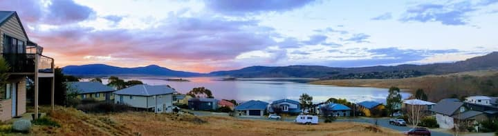 Lake Jindabyne Snow Haven with Amazing Water Views