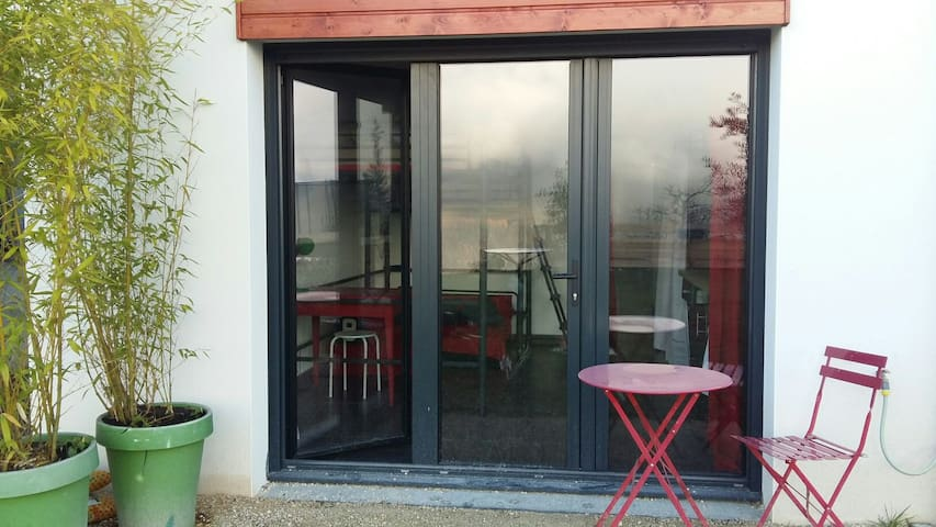 Studio en rouge et noir - Saint-Martin-d'Uriage - Appartement
