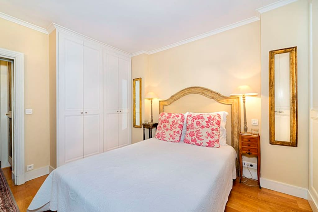 Beautiful Master bedroom with luxurious ensuite bathroom
