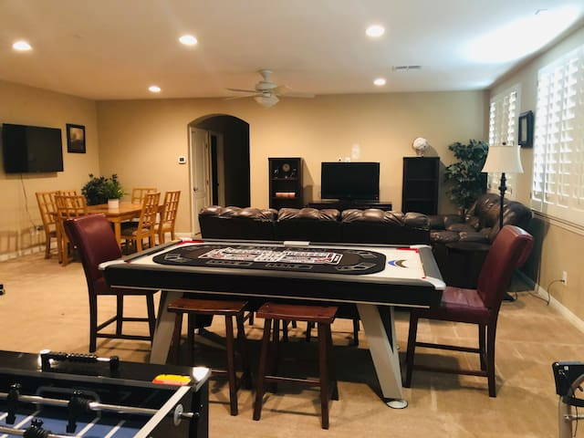 Spacious Guesthouse 1 mile from Football Stadium