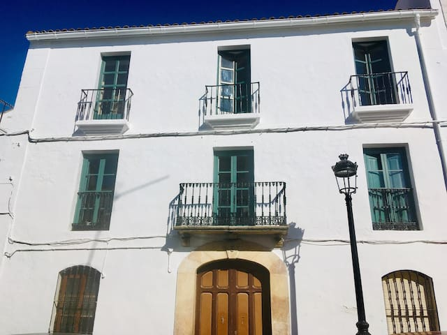 An impressive town house in the heart of Cortes.