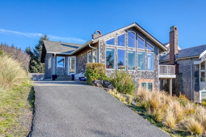 Custom home with ocean view & private hot tub - beach across the street!