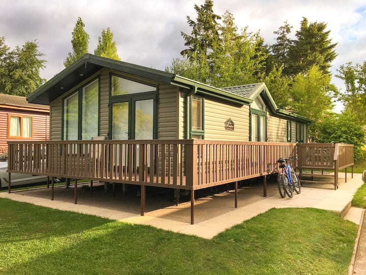 Caravan lodge on 5* country holiday park (L04)