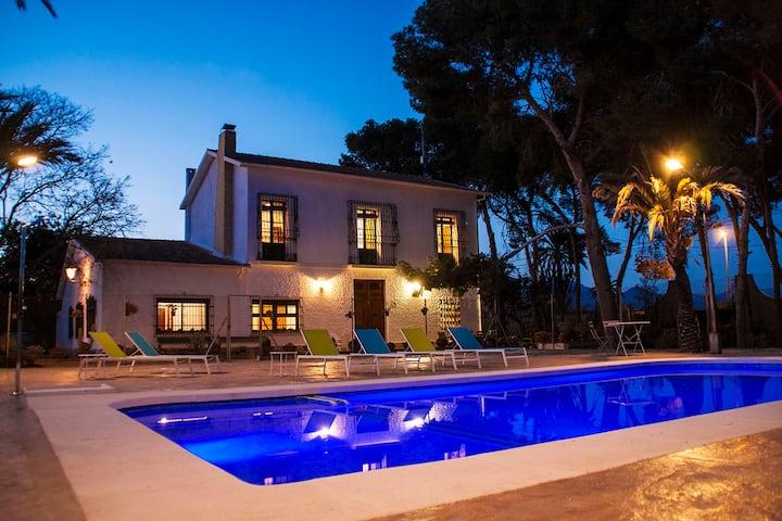 Alicante Villa, 1,5 km from beach