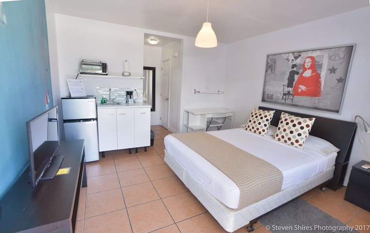 Trendy/Stylish room in Wynwood 1455 | No Cleaning Fee - K