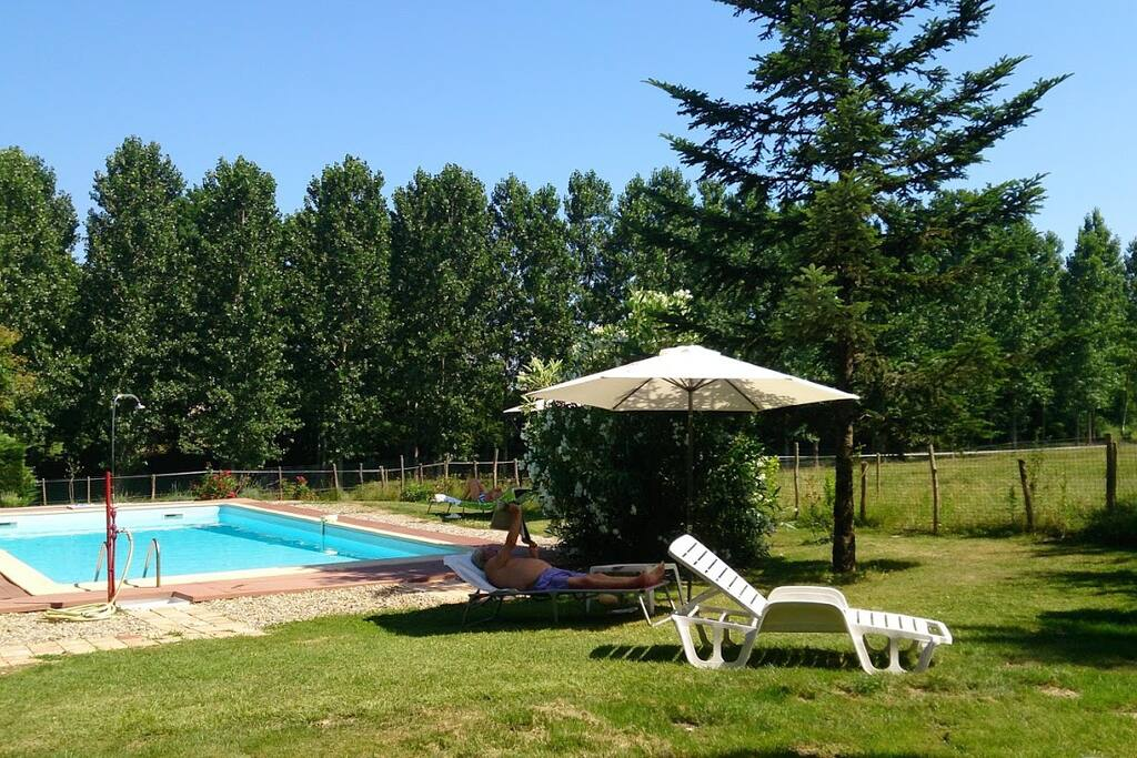G te des cal ches piscine chauff e jardin maisons for Piscine miramont de guyenne