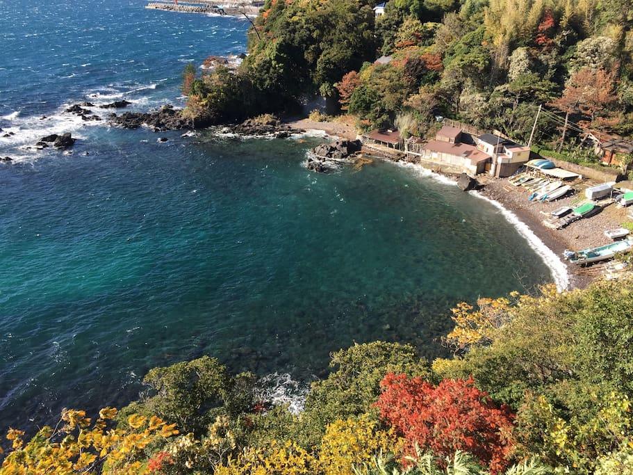 透き通った綺麗な海。友人のもつプライベートビーチです。Clearly and beautiful sea. It is a private beach owned by a friend.
