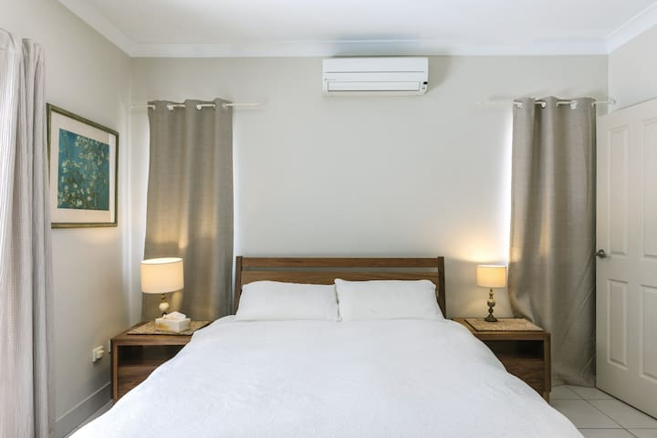 Airconditioning and fans throughout the apartment