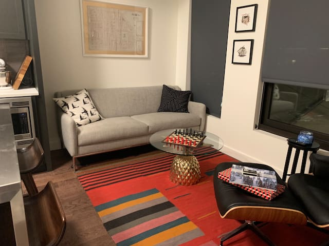 Upscale Condo Overlooking Union Station!