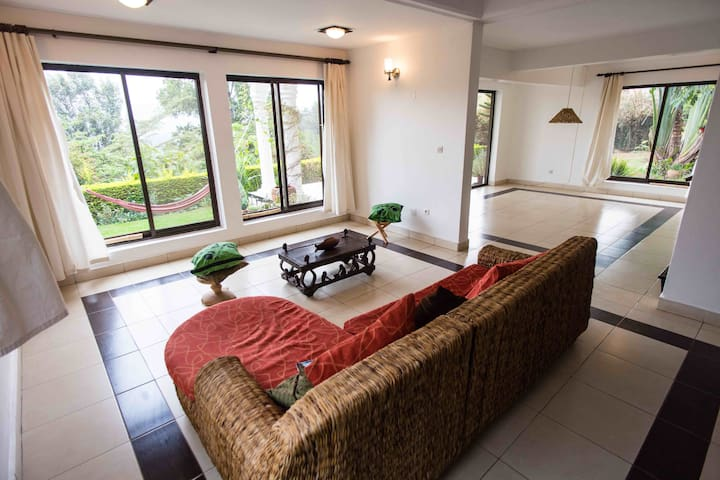 Lovely Room in a Gorgeous Villa in Downtown Kigali