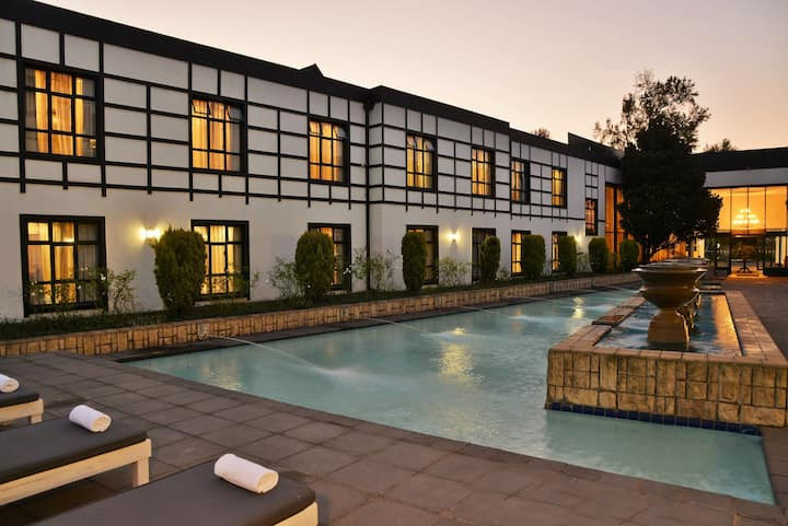 Deluxe Room on the Midlands Meander | Enjoy Old World Charm + Outdoor Swimming Pool
