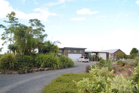 Spacious, Modern Country Home - Kerikeri