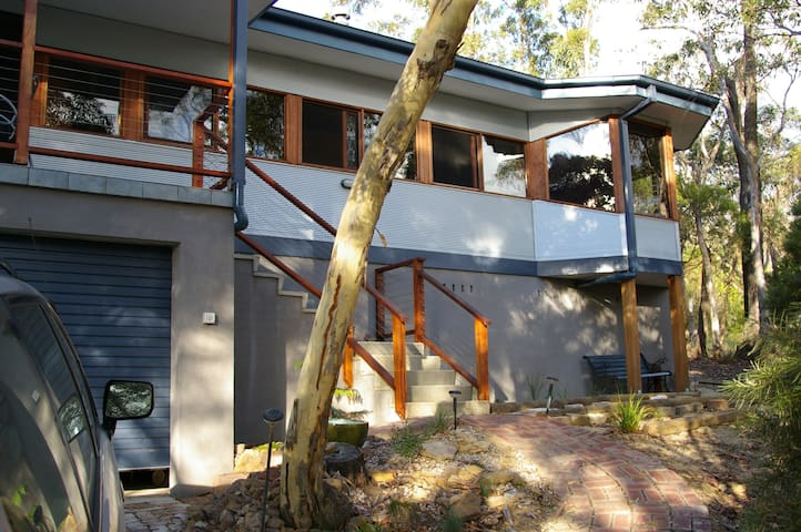 Quiet setting with valley views - Mount Victoria - Ev