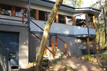 Quiet setting with valley views - Mount Victoria - Rumah