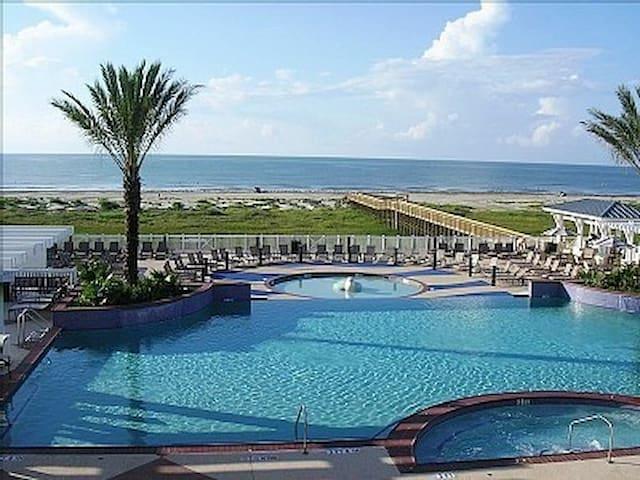 Beachfront Galveston PointeWest Views 2BR/2FB Pkg